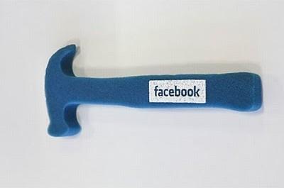 Facebook пытается быть универсальным инструментом.