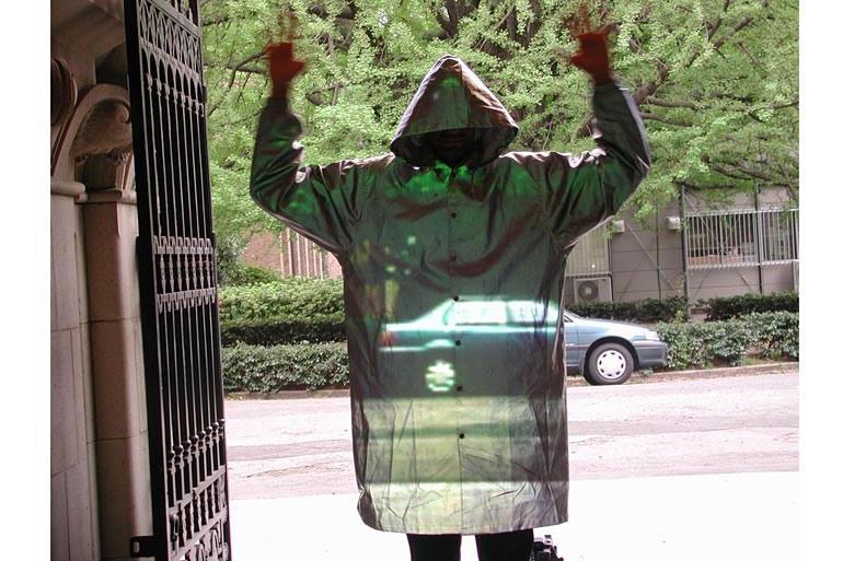 """""""Плащ-невидимка"""", демонстрирующий некоторые возможности оптических метаматериалов"""