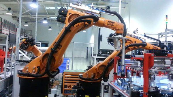 Полностью роботизированная сборочная линия по производству электродвигателей напредприятии <i>Delta-Tech Group</i>.