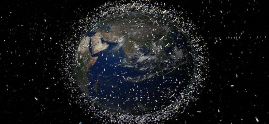 Российское космическое агентство намерено создать новый космический аппарат (КА), предназначенный для очистки геостационарной орбиты (ГСО) от неработающих спутников иразгонных блоков (РБ).