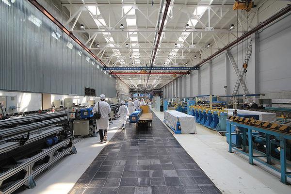 """Новосибирский завод химконцентратов (НЗХК) был основан 25 сентября 1948 года. Входит вкорпорацию """"ТВЭЛ"""", является одним из ведущих мировых производителей ядерного топлива для АЭС. По данным предприятия, около 6% ядерных реакторов мира работает напроизводимом им топливе. Кроме того, завод является единственным вРоссии производителем металлического лития иего солей."""