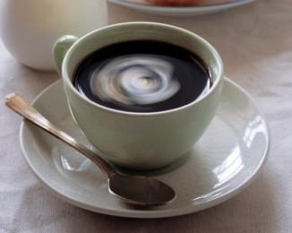 Считается, что чашка кофе может улучшить внимание, концентрацию, снять утомление иотогнать сонливость. Всё вышеперечисленное— за счёт кофеина. Но вкофе содержится около 1200 химических компонентов, из которых 800— ароматические соединения, из которых складывается его вкус, потому наделе влияние чашки кофе наорганизм человека может быть очень различным.