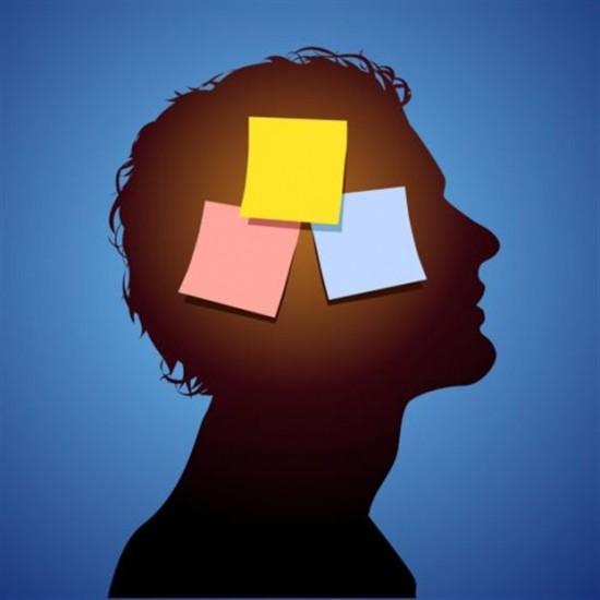 Наши воспоминания меняются каждый раз, когда мы их записываем усебя вмозге. Мы можем внедрить новую информацию встарые воспоминания исформировать ложное.