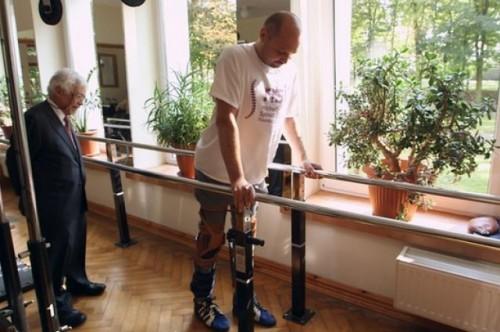 После двух лет паралича функции тела Дарека Фидика восстанавливаются.