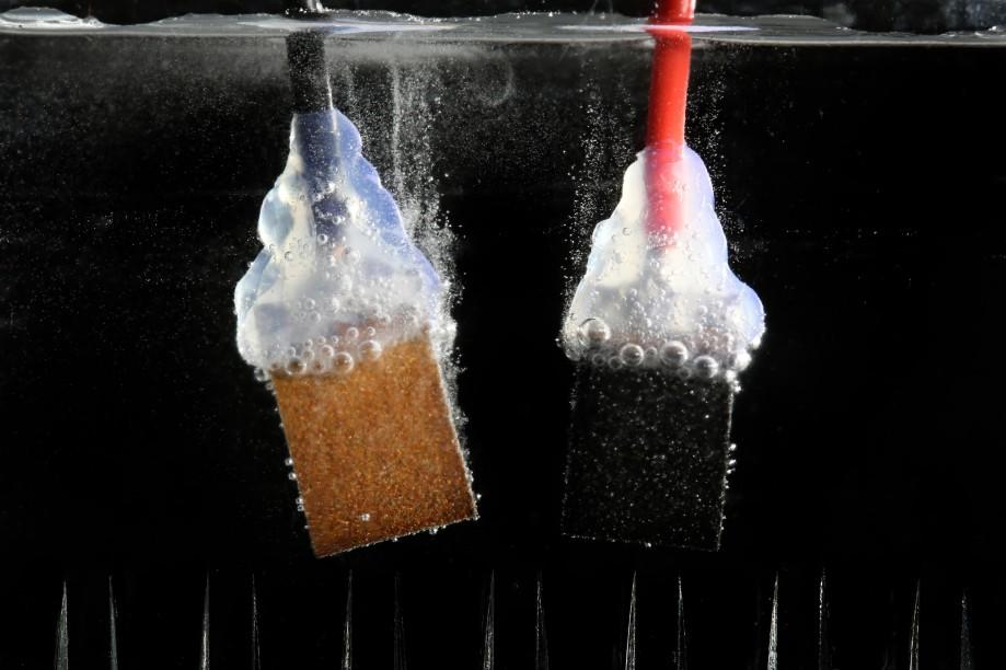Разложение воды накислород иводород