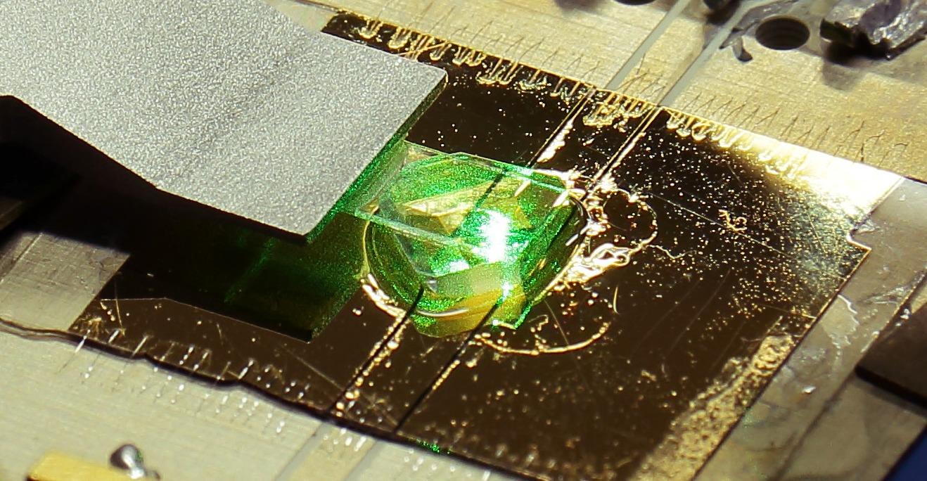 Установка для нанометровой магнитно-резонансной томографии.