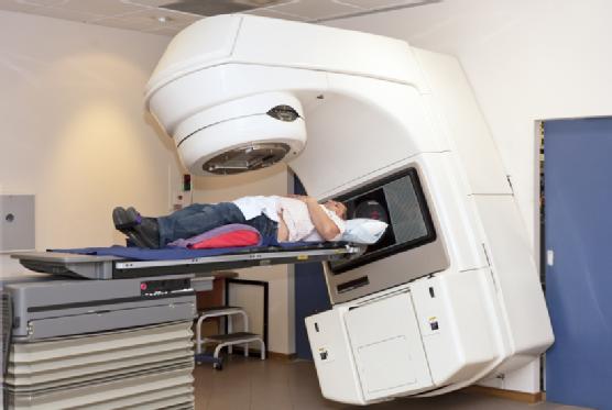 Радиотерапия, лучевая терапия, радиационная терапия, радиационная онкология— лечение ионизирующей радиацией (рентгеновским, гамма-излучением, бета-излучением, нейтронным излучением, пучками элементарных частиц из медицинского ускорителя). Применяется, восновном, для лечения злокачественных опухолей.