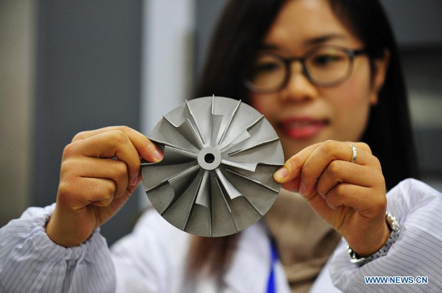 Китайский 3D-принтер работает по лазерной технологии ипредназначен для изготовления деталей для аэрокосмической отрасли.