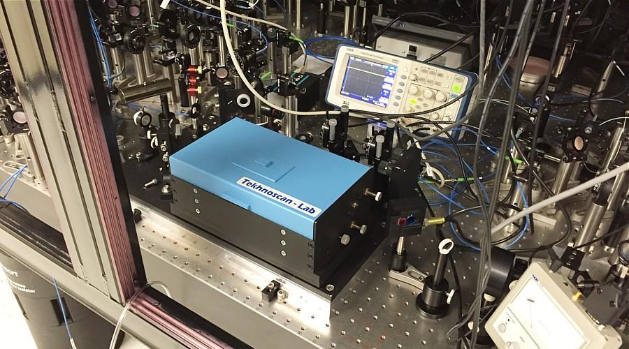 Резонансный удвоитель частоты лазерного излучения производства ООО «Техноскан— Лаб».