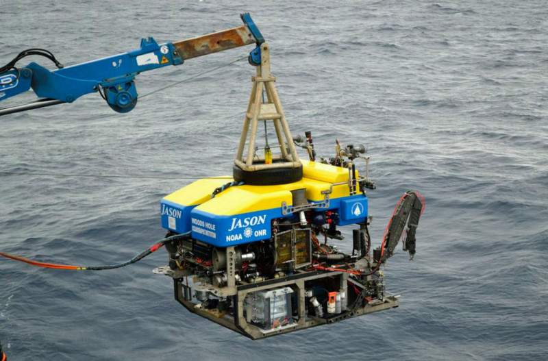 Глубоководный зонд для получения образцов воды из грунта надне океана.