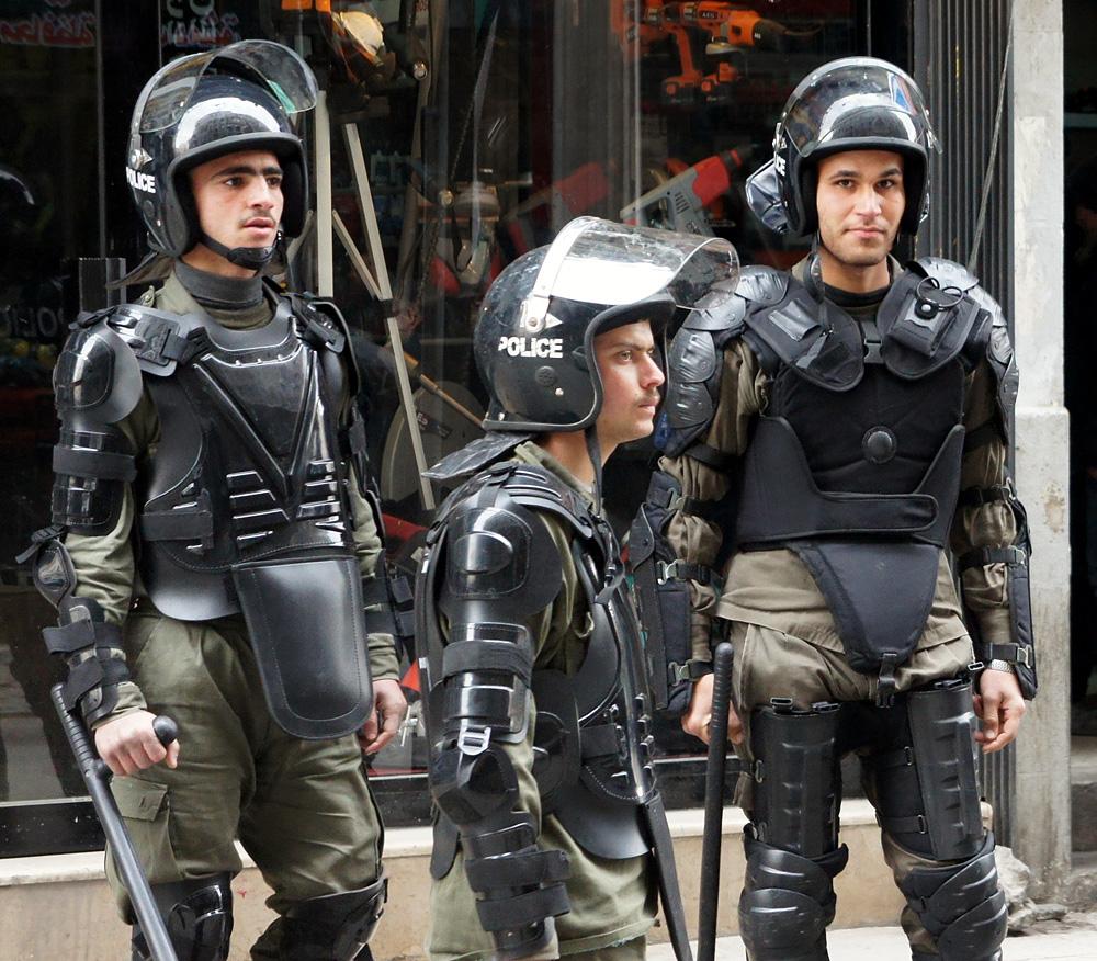 Полиция противодействует мятежникам вДамаске, Сирия. Январь 2012 года.