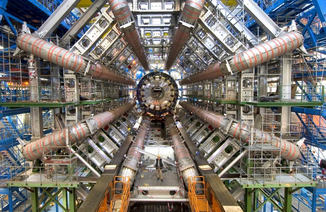 ATLAS (A Toroidal LHC ApparatuS)— детектор протон-протонных столкновений весом 7000 тонн. Тот самый, события накотором моделируются натысячах домашних компьютеров врамках программы ATLAS@Home