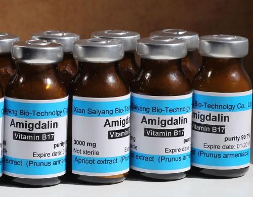 Амигдалин. Цианогенный гликозид. Смертельно опасен.