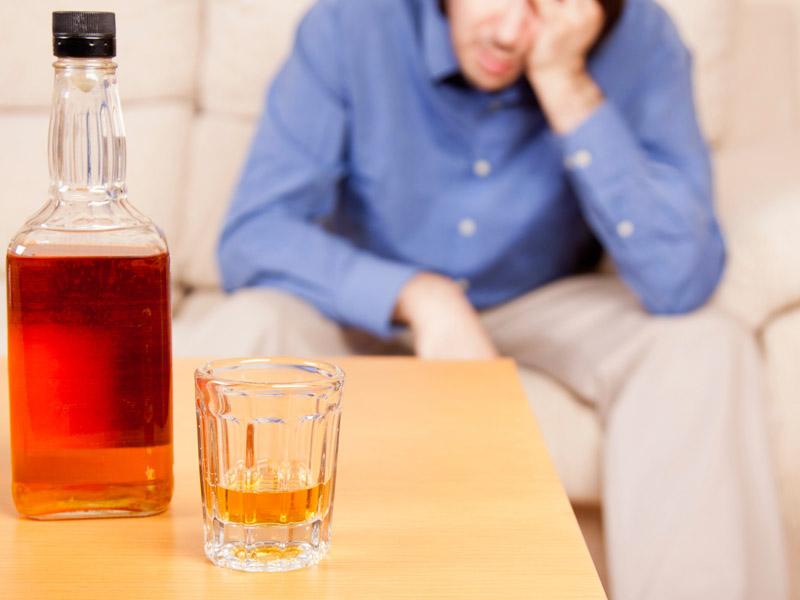 Пьянство всреднем возрасте значительно увеличивает риск инсульта встаршем возрасте.