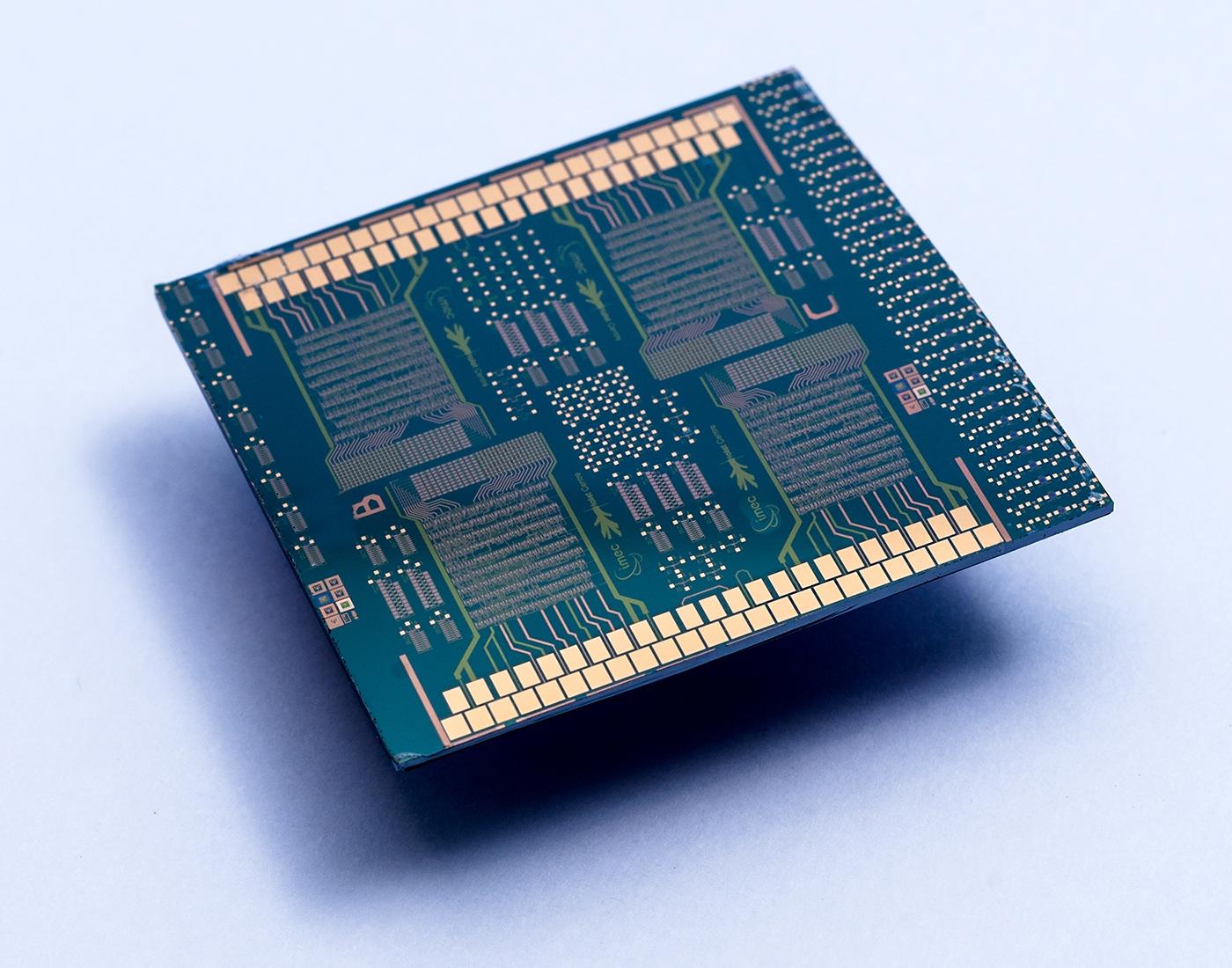 Гибридный микропроцессор натонкоплёночных полупроводниках.