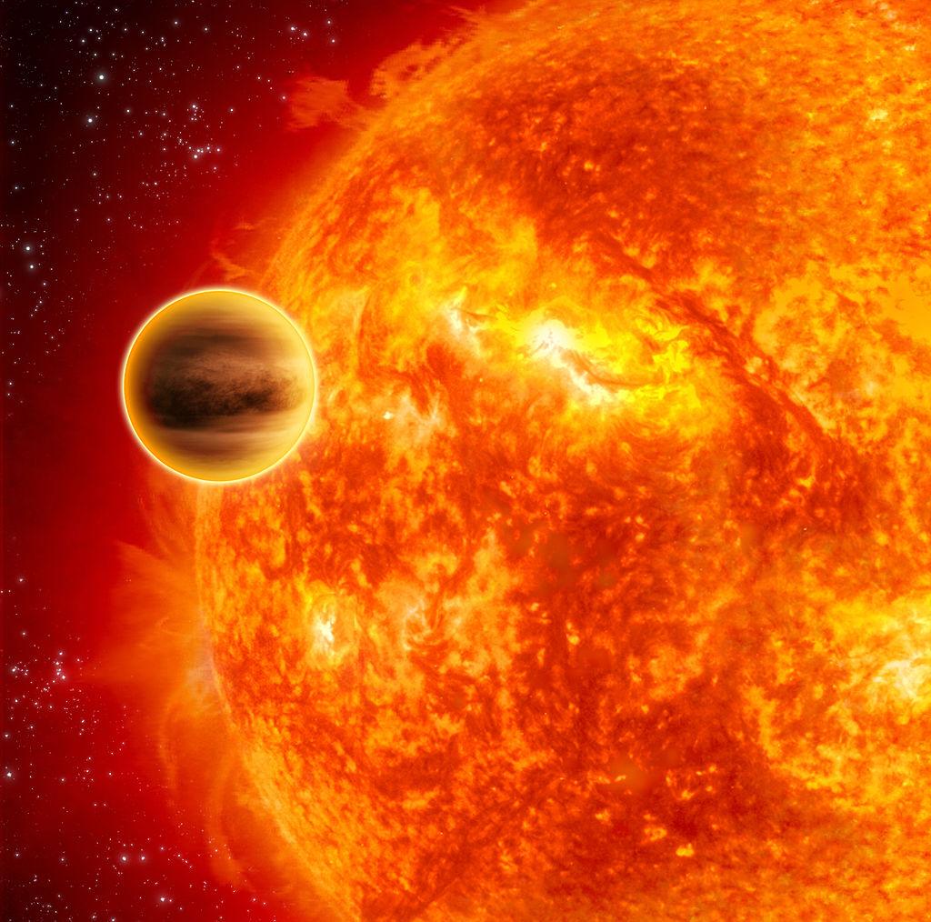 """Экзопланета  HD189733b нафоне звезды, """"оранжевого карлика"""", впредставлении художника."""
