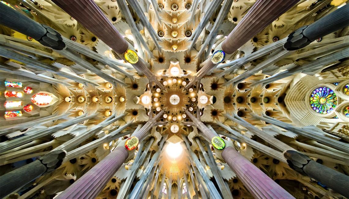 Древовидные колонны храма Sagrada Familia