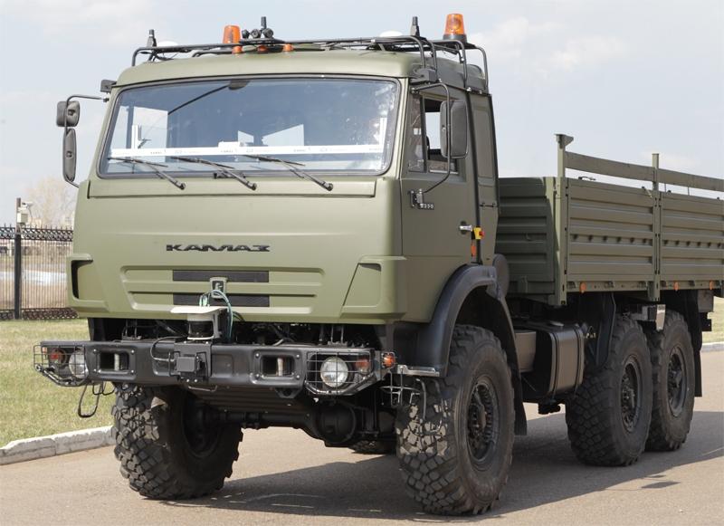 Прототип самоуправляемого автомобиля «КамАЗ» наполигонных испытаниях.