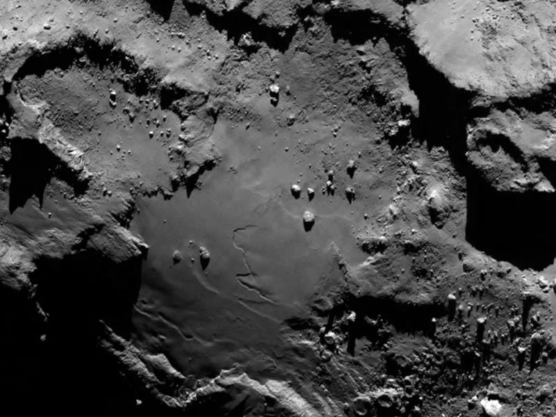 Фотография кометы Чурюмова—Герасименко, выполненная сдистанции 130км спомощью камеры OSIRIS аппарата «Розетта».