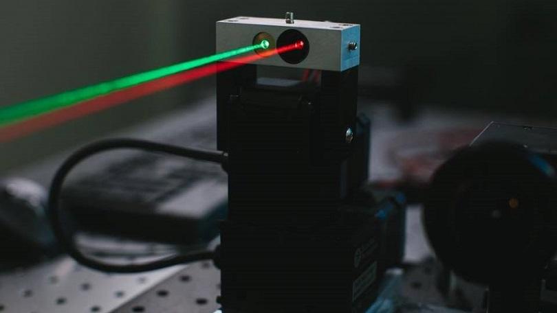 Лазерная установка, предназначенная для передачи трафика повоздуху.