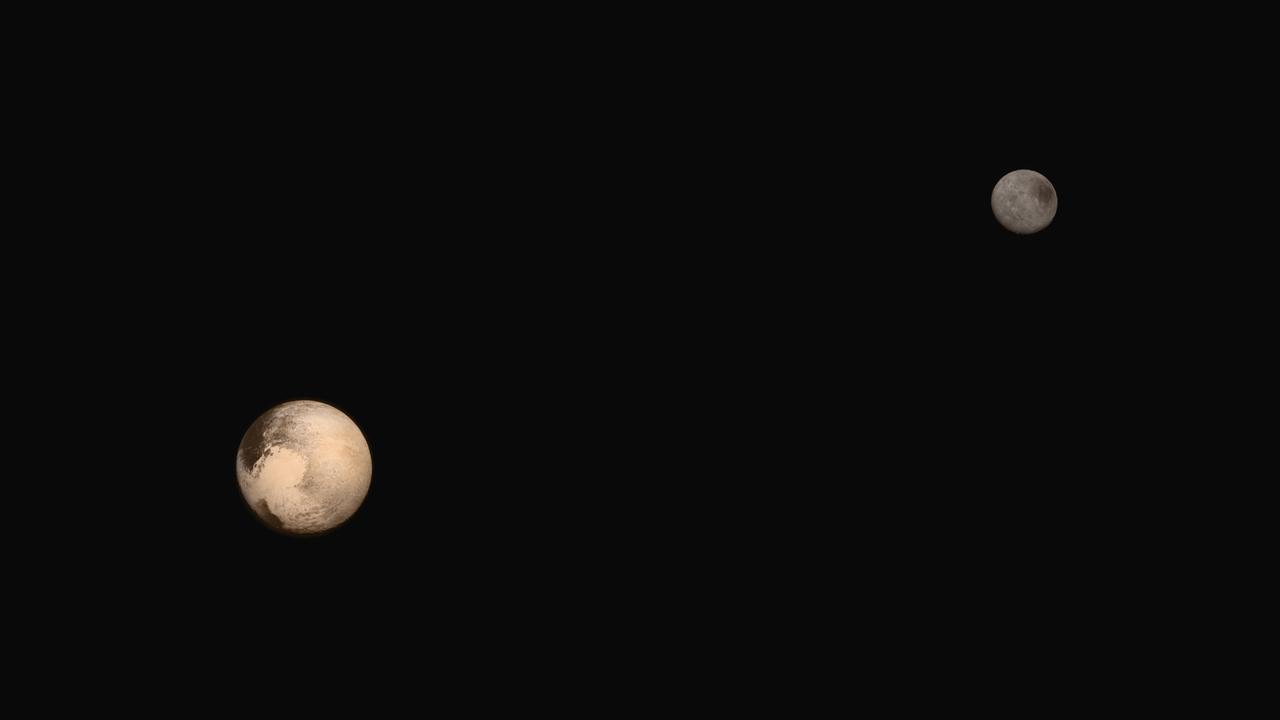 """Составное изображение Плутона иХарона. Относительная отражающая способность, отношение размеров ирасстояния между ними, ориентация впространстве, атак же цвет примерно соответствуют реальности. Источник: <a href=""""https://www.nasa.gov/image-feature/portrait-of-pluto-and-charon"""">NASA</a>."""
