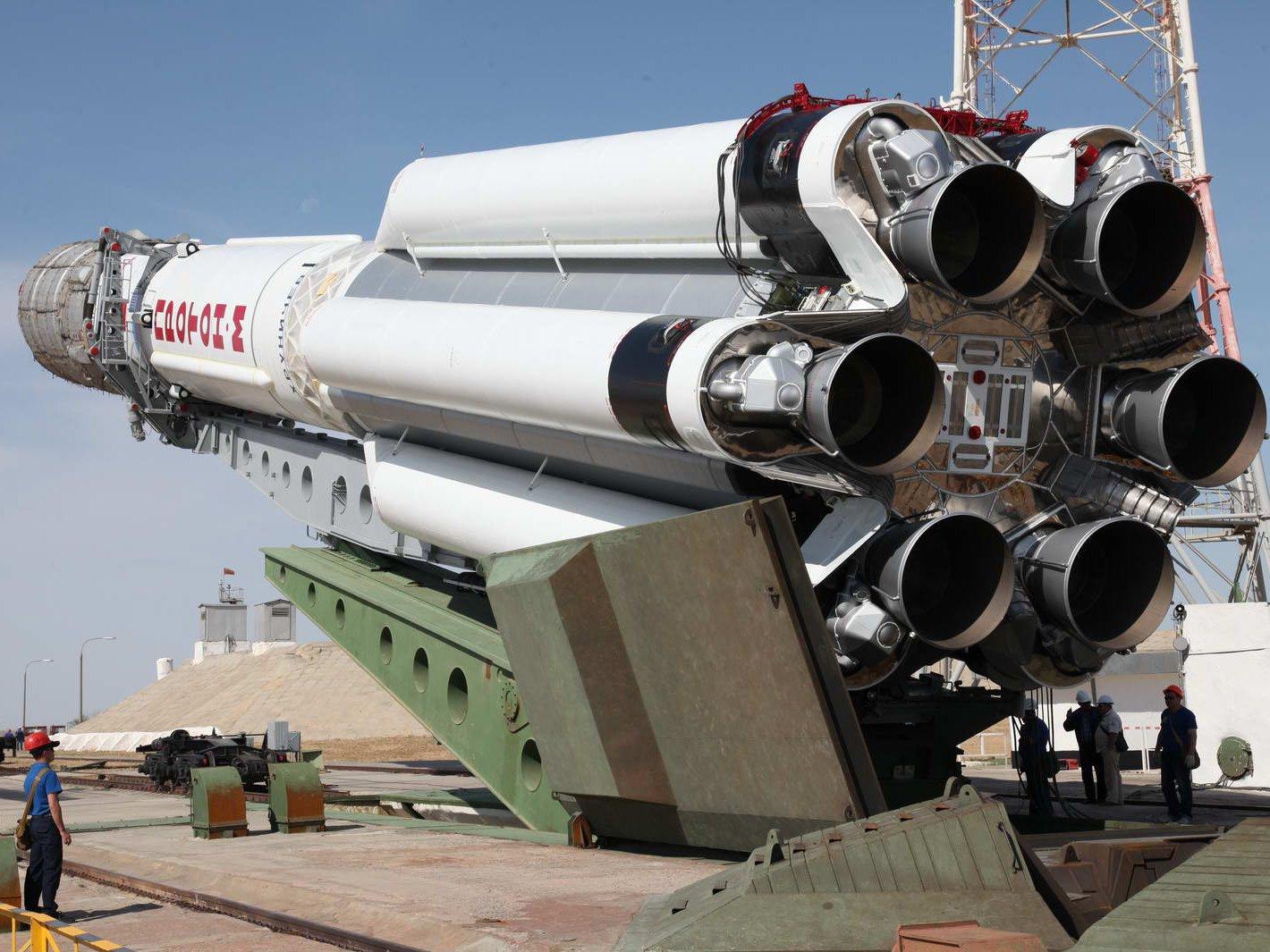 Несимметричный диметилгидразин— широко распространённое жидкое топливо для ракетных двигателей. НДМГ используется втом числе вракетах «Протон-М».