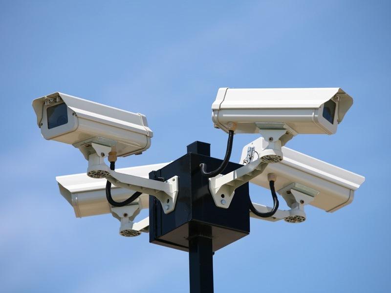 В Москве работает более 140 тысяч камер видеонаблюдения, следящих за всем, что происходит наулицах города. Вскором времени они смогут узнавать преступников ипропавших людей влицо.