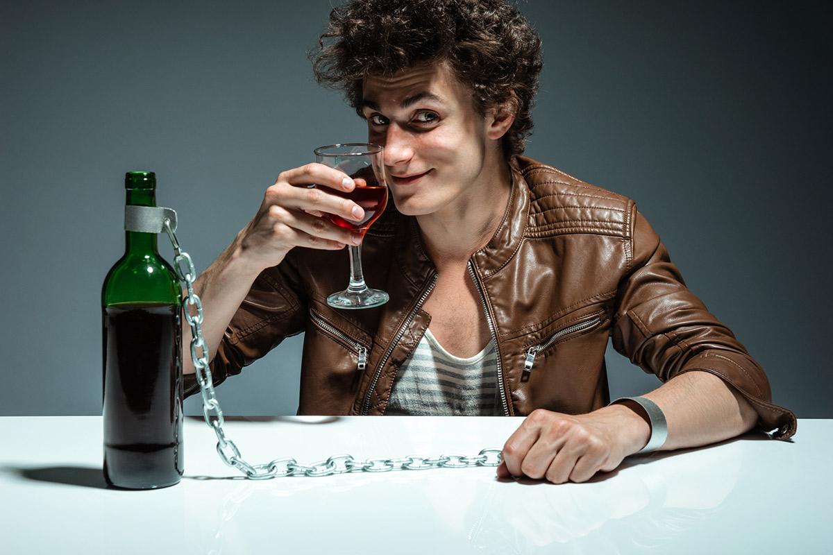 Формирование алкогольной зависимости может быть связано сизменением морфологии нейронов, контролирующих механизм вознаграждения.