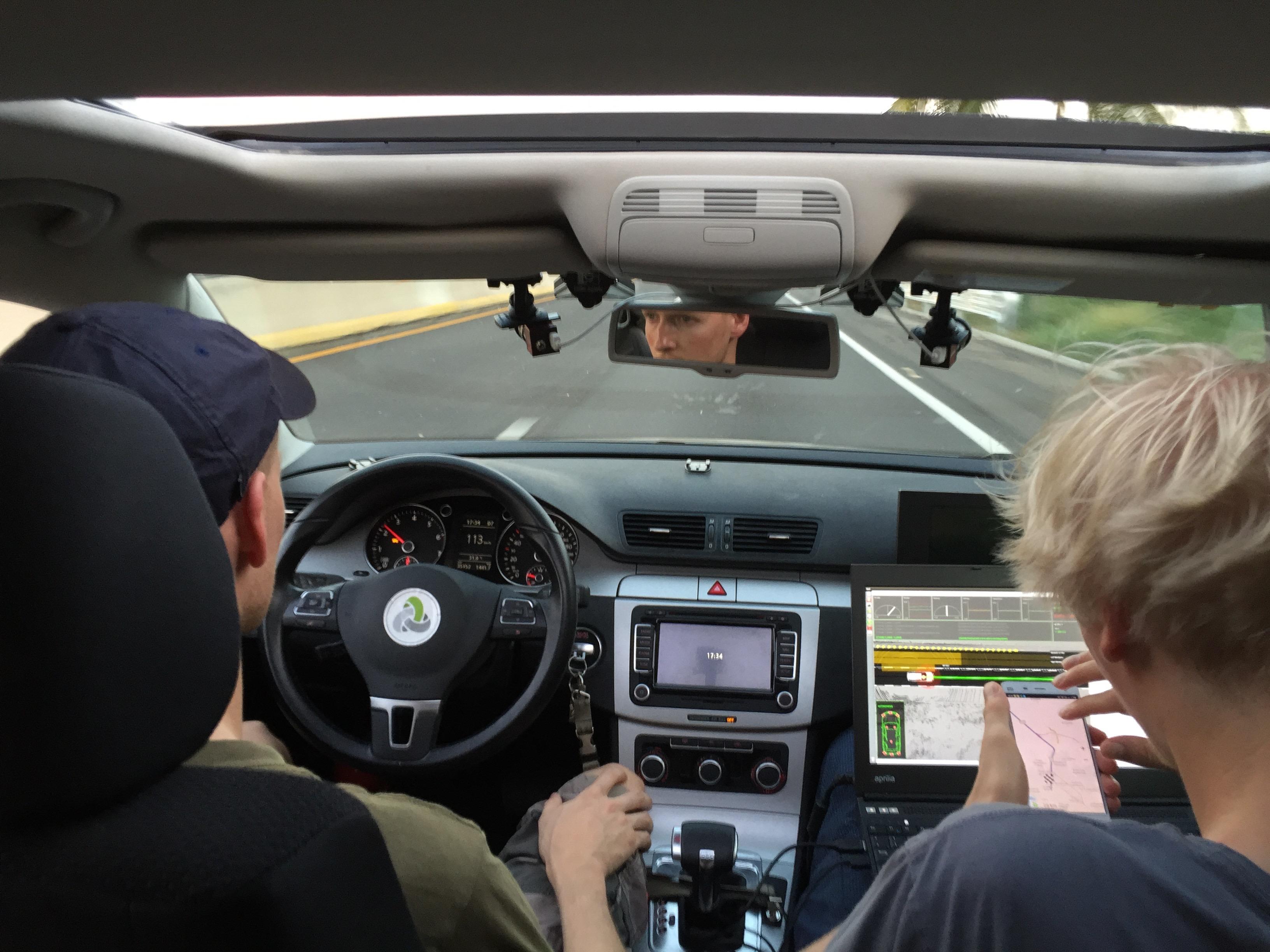 Автомобиль <i>AutoNOMOS</i> вдвижении.