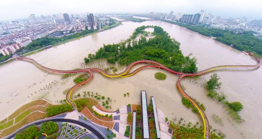 Парк Яньвэйчжоу во время половодья