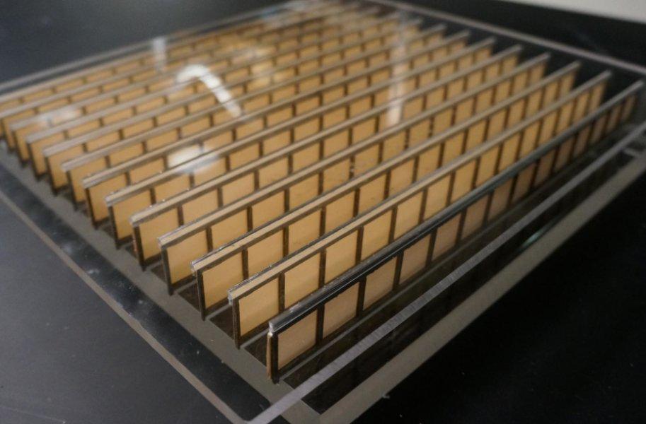 Метаматериал выполнен из бумаги иалюминия, но, несмотря наэто, его структура позволяет различным образом манипулировать звуковыми волнами.