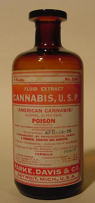 Бутылочка из-под спиртового раствора экстракта каннабиса, изготовленного в1928 году вДетройте, США