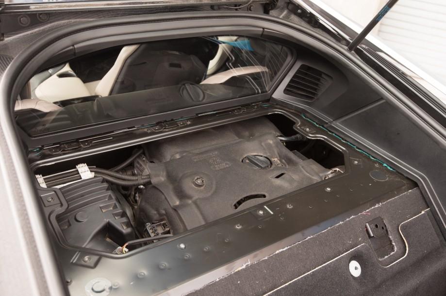 Моторный отсек BMW i8