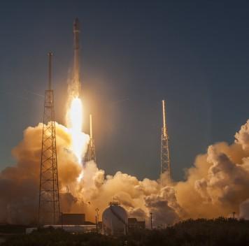 SpaceX удалось безаварийно приземлить первую ступень ракеты Falcon 9