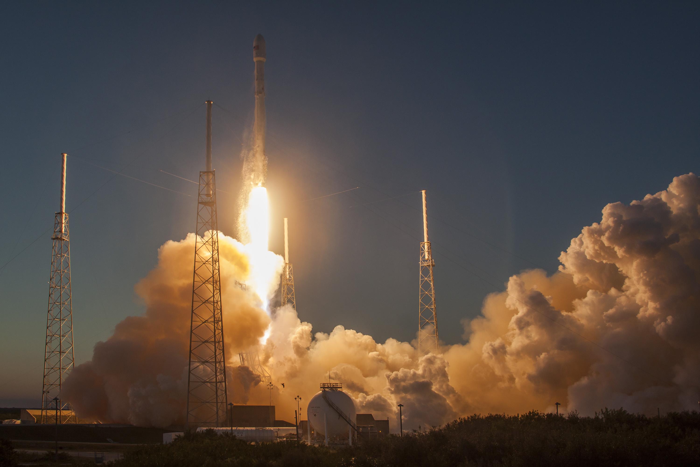 Запуск <i>Falcon 9</i>.