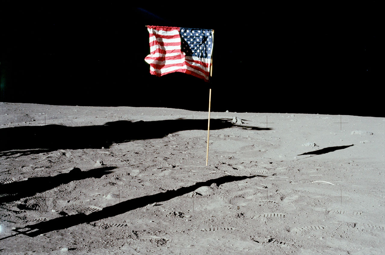 Флаг США наЛуне