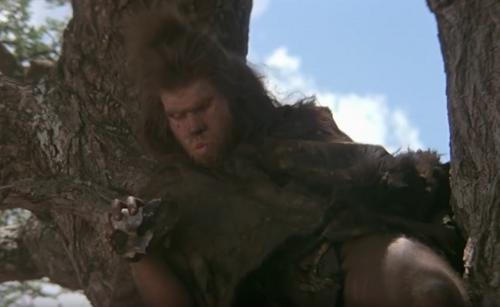 Герой Перлмана шутя роняет камень наголову соплеменнику.