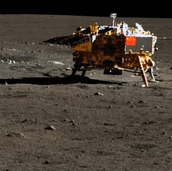 Китай опубликовал полноцветные фотографии Луны ввысоком разрешении