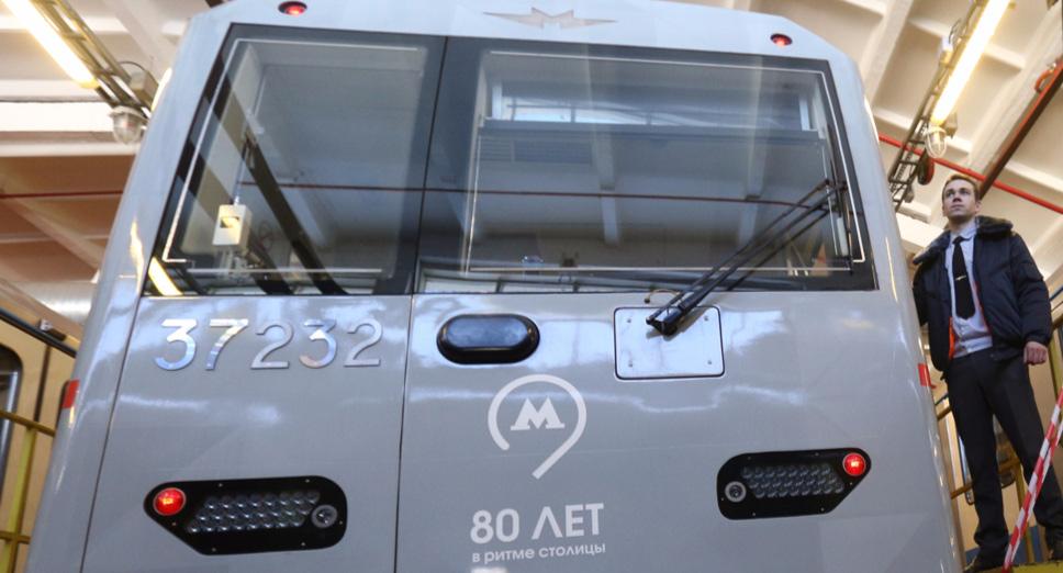 Первый управляемый автопилотом состав уже возит пассажиров вмосковском метро.