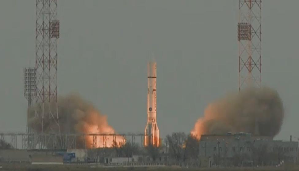 Момент старта ракеты-носителя Протон-М, несущей первую миссию проекта <i>ExoMars</i>: аппараты <i>Trace Gas Orbiter</i> и<i>Schiaparelli</i>.
