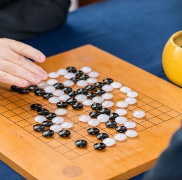Сильнейший игрок вго проиграл партию искусственному интеллекту