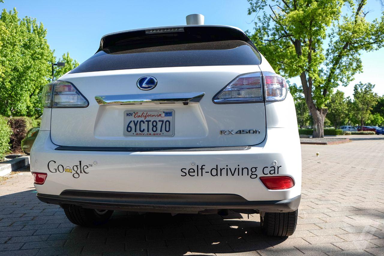 Одна из моделей автономных машин <i>Google AV</i> компании <i>X</i>, известной ранее как <i>Google X</i>,— доработанный <i>Lexus RX450h</i>.