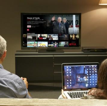 Netflix начала транслировать контент надва экрана