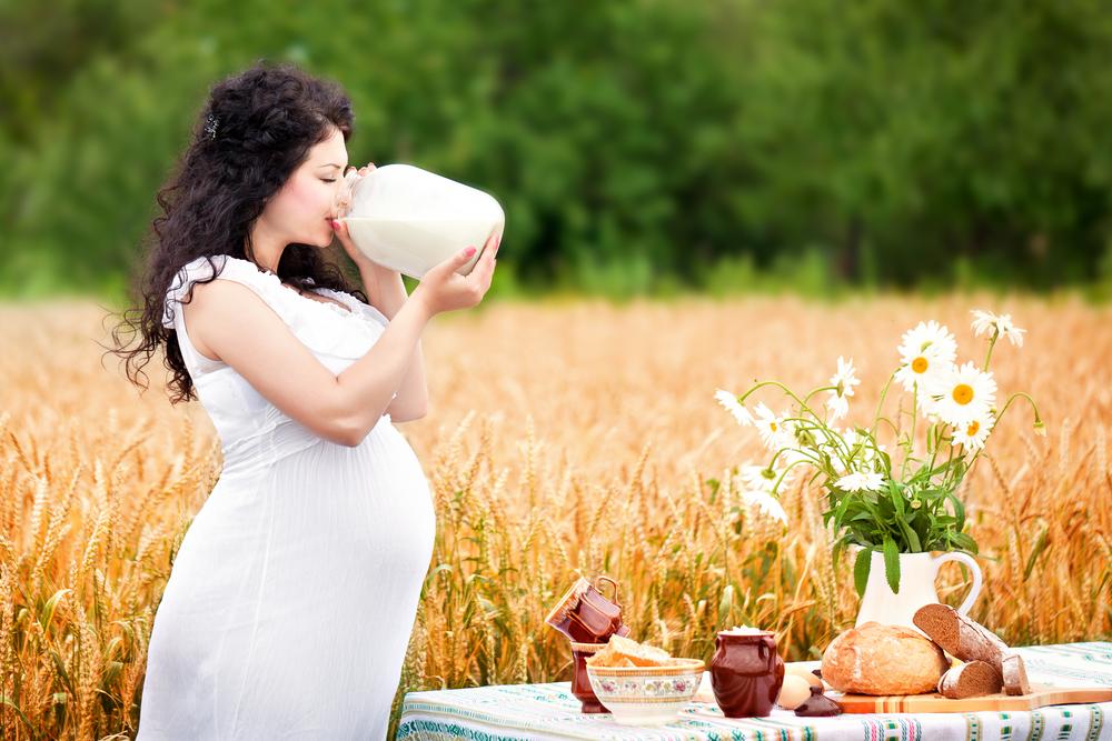 Сырое молоко особенно опасно для беременных