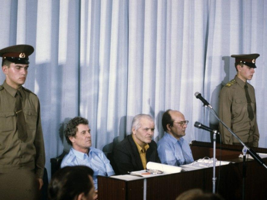 Фотография сзаседания суда. Подсудимые слева направо: Брюханов, Дятлов, Фомин