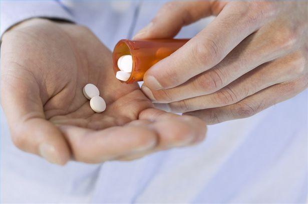 Метформин был впервые описан внаучной литературе в1922 году, но Управление по санитарному надзору за качеством пищевых продуктов имедикаментов США (FDA) одобрило его для лечения сахарного диабета 2 типа только в1994-м.