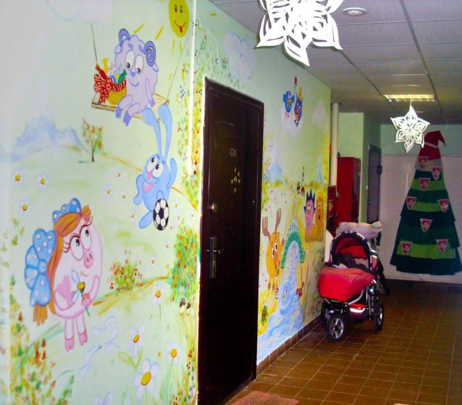 Общий коридор многоквартирного дома вгороде Видное, расписанный нашим автором Еленой Мачинской