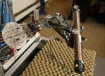 Эта пятипалая роборука может научиться выполнять сложные манипуляции - такие как вращение трубки, заполненной кофейными зернами