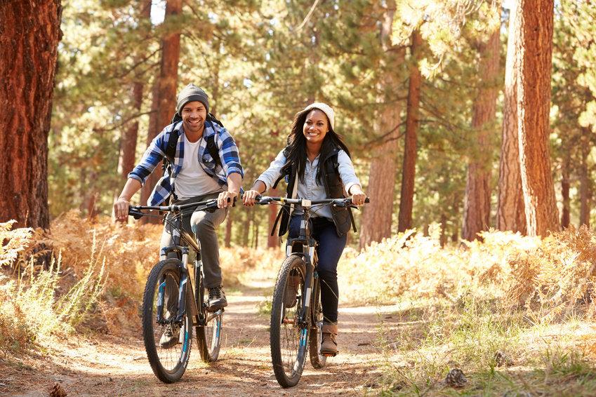 Активный досуг ифизические упражнения полезны, они снижают риск развития раковых ипрочих заболеваний. Опасен избыток солнечной радиации.