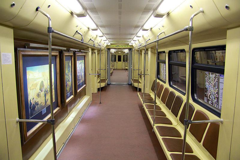 Пассажирский салон именного поезда московского метро «Акварель»